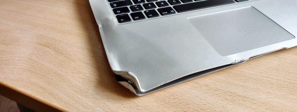 трещины корпуса ноутбука